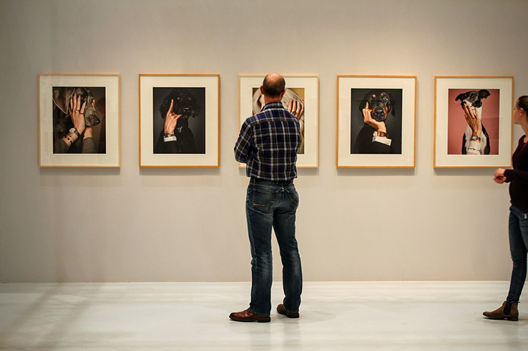 exhibition commercial contract framing gallery picture